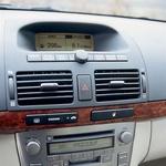 Klimatska naprava, radio, potovalni računalnik: trije zasloni namesto enega. Ergonomsko zgrešeno. (foto: Aleš Pavletič)