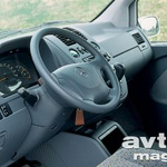 Sedenje za volanom je naravnano k udobju, nad ergonomijo in preglednostjo merilnikov prav tako nimamo pripomb. Malo moti le siva in trda plastika.  (foto: Aleš Pavletič)