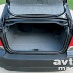 424-litrski prtljažnik je dovolj velik in z možnostjo povečanja, a na žalost z majhno odprtino. (foto: Uroš Potočnik)