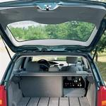 S podiranjem tretjinsko deljenega sedežnega naslonjala lahko povečate prtljažnik s 520 na 1580 litrov prostornine. Dno prtljažnika je pri tem vedno povsem ravno.