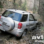Toyota RAV4 je pravi mestni terenec z omejenimi, a še vedno prepričljivimi terenskimi sposobnostmi.