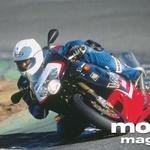 RSV Mille R diha kot Troy Corser. Noben drug motocikel na tem testu ni tako dobro športno uglašen. Aprilia se odlično obnese tudi za vsakdanjo rabo. (foto: Markus Jahn)