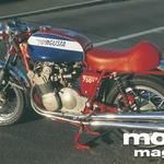 Leta 1973 je bila MV Agusta 750 Sport pojem superšportnega motocikla. Vrstni štirivaljnik je brez zvočnih omejitev grgral skozi sesalne kornete in sekal skozi štiri izpušne cevi.