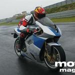 Tudi pri večjih hitrostih, tja do 265 km na uro, je Piega stabilen in zanesljiv motocikel.
