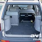 Prtljažnik je  naravnost limuzinsko obdelan, ob tem pa je tudi povečljiv.