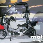 Pod kožo: tudi v ta razred se že prebija sistem ABS (srebrna škatla za prednjim kolesom). (foto: Vinko Kernc)