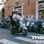 V mestni gneči obstaja le ena dilema: moped ali skuter. S skuterjem, kot je Yamahin Teo's, je življenje lagodno.