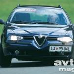 V nos se Alfa 156 Sportwagon od svoje limuzinske sestre ne razlikuje v ničemer.