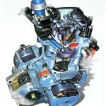 Enovaljni motor s suhim karterjem ima glavo oblikovano po avtomobilskih izkušnjah z modelom M3. Odmične gredi izdeluje BMW sam, valj dobavlja Tomos, motor sestavlja Rotax v Avstriji. Za drugo generacijo je motor dobil močnejši alternator in zmogljivejši akumulator, da lahko napaja elektroniko vbrizga goriva, pripadajoče senzorje in ABS.