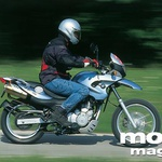 F 650 GS je funduro, torej cestna izpeljanka iz enduro motocikla. Brez težav zmore vožnjo po makadamu, največ da od sebe na asfaltu. Prijeten za potovanja v dvoje.