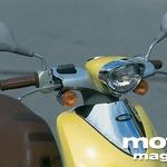 Prefinjena prednja luč, s kromanim poudarkom. Yamaha ve, kaj ženskam prija! (foto: Uroš Potočnik)