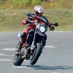 KTM: Supermoto 950 R je najbolj zabaven na dirkališču.
