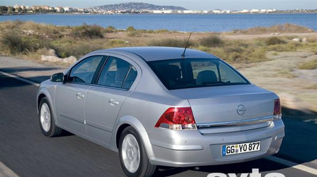 Opel Astra Sedan (foto: Tovarna)