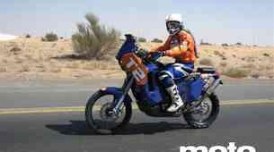 Stanovnik na treningu v puščavi