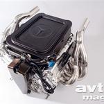 Zaradi zamrznjenih pravil tehta Mercedesov 2,4-litrski V8-motor najmanj 95 kilogramov in ima omejene vrtljaje (19.000/min). (foto: moštvo)