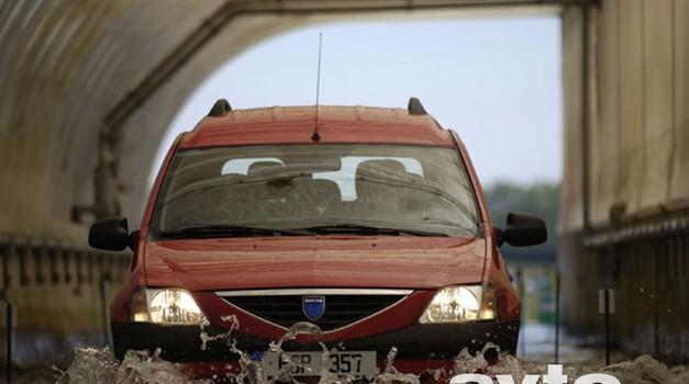 Dacia se prodaja s smehom (video)