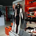 Dirkanje je drugo ime za KTM. V trgovini, ki se drži tovarne, dobite vse, da boste z X-Bowom zliti v enem.