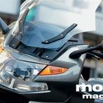 Pozor – eden redkih BMW-jev s simetrično masko! Vetrna zaščita je popolna.
