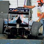 Vettlov dirkalnik je bil po trčenju preveč poškodovan za nadaljevanje. (foto: Moštva)