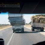 Pickupi so zakon. Prevladujejo stari Peugeoti, Toyote in Mitsubishiji. Cestnoprometni predpisi so zelo, hm, prilagodljivi. (foto: Matevž Hribar, Tilen Gabrovšek, Robert Milič, Paul Lottenbach)