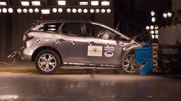 Euro NCAP: Giulietta, serija 5 in CX-7 (foto: EuroNCAP)