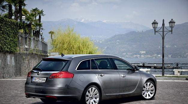 Opel Insignia Sports Tourer 2.0 CDTI 4x4 (foto: Tovarna)