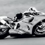 Do leta 1997 se je uporabljalo ime Skorpion, potem so ga spremenili v Akrapovič. Akira Janagava je takrat osvojil prvo zmago v superbiku. (foto: Aleš Pavletič, arhiv tovarne Akrapovič)
