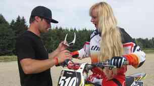 Marjanca se uči motokros (video)