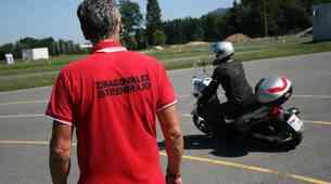 Tečaj varne vožnje za motoriste (video)