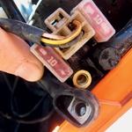 Po prevoženih 18 urah je nenadoma poslušnost odpovedal električni zaganjalnik, a je bil kriv le odvit vijak na električni napeljavi. (foto: Matevž Hribar, Peter Kavčič)