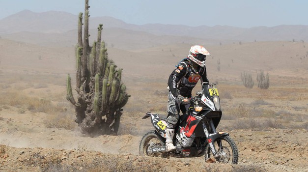 Dakar 2012, 7. etapa: Zmaga Comi, Stanovnik v sipinah ugnal Auberta (foto: Maindru)