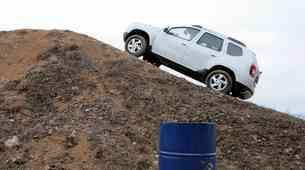 Dacia Duster na stezi za motokros