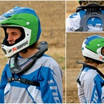 Ortema je izdelala tanek in lahek ščitnik, ki motorista najmanj ovira. Tega so veseli motokrosisti. Namesto na hrbtenico nalega na lopatice. (foto: Matej Memedovič)