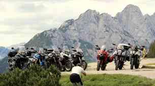 Štirje prelazi, osem motociklov, devet motoristov in ena sopotnica