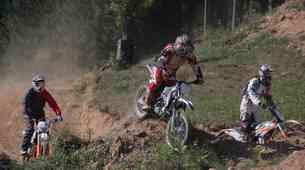 Video: Veliki fantje v peskovniku (KTM 350 Freeride in Sherco X-ride 290 test)