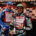 Matej Žagar in Chris Holder, Avstralija, svetovni prvak 2012 s prehodnim pokalom svetovnih prvakov. (foto: Borut Cvetko)