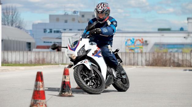 """Test: Honda CBR 500 RA - """"avtošolska CBR-ka"""" (foto: Aleš Pavletič, tovarna)"""