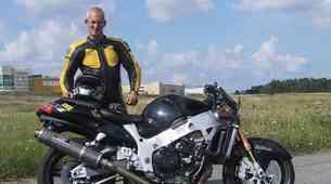 Patrik Fürstenhoff z motorjem po zadnjem kolesu pri hitrosti 354 km/h