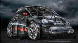"Fiat 500 Abarth ""izdelan"" iz golih manekenk s porisanimi telesi"