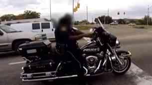 Policist na motorju izgubil službo, ker je sodeloval v cestni dirki