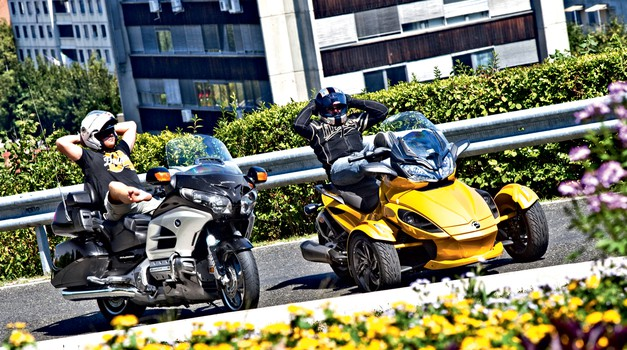 Primerjalni test: Honda Goldwing in CAN-AM Spyder ST-S Roadster (foto: Saša Kapetanovič)