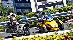 Primerjalni test: Honda Goldwing in CAN-AM Spyder ST-S Roadster