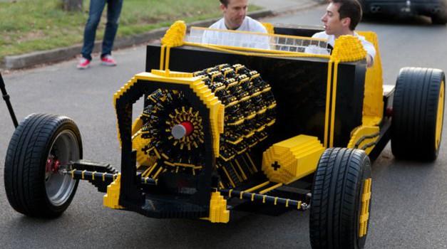 Na morje z Lego avtomobilom? (foto: Super Awesome Micro Project)