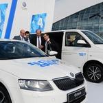 Uradna predaja ključev (foto: Volkswagen Rus)