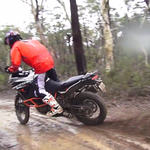 Veliki KTM 1190 Adventure na resnem enduro terenu (foto: Chris Birch offroad school)