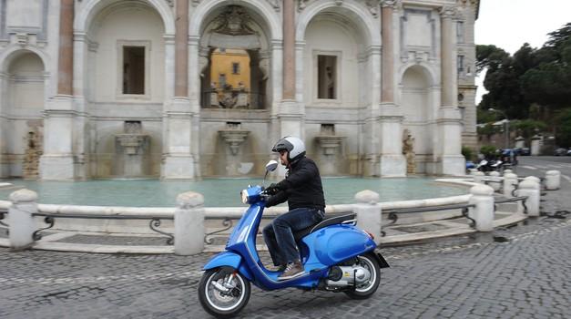 Prvi vtis: Vespa Sprint (ciao bella) (foto: Piaggio)