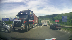 Vrhunsko zaviranje voznika tovornjaka prepreči nesrečo