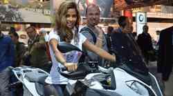 MILANO EICMA: jagodni izbor deklet na novih motociklih