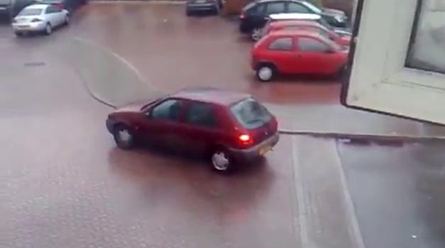 Od cestnih težav včasih ni mogoče kar pobegniti (foto: YouTube)