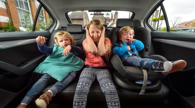 Nepriljubljeno sedenje na srednjem sedežu ni nujno slabo (foto: Newspress)